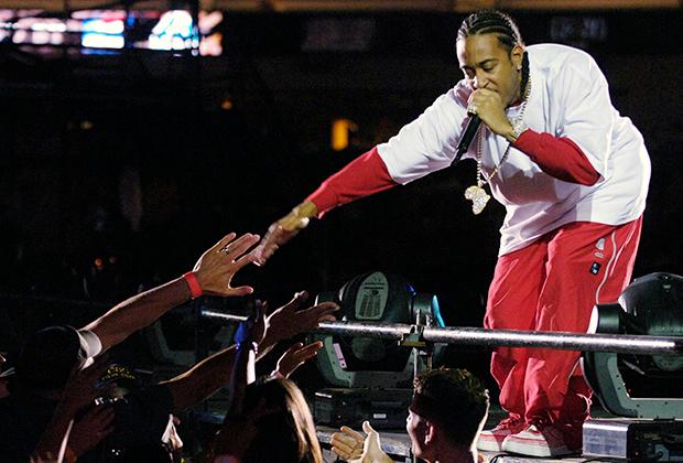 На первые заработанные деньги Ludacris купил себе седан Acura Legend, потому что на таких ездили наркоторговцы в его родной Атланте. В одежде Луда был приверженцем олд-скульного стиля с его кроссовками, трениками, джерси и банданами.