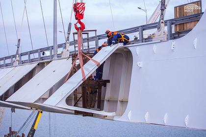 Автодорожную арку Крымского моста защитили обтекателями