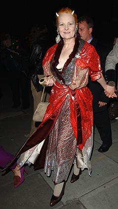 Рестроспективная выставка модельера представила около 150 платьев и костюмов, созданных ею с начала карьеры до 2004 года: одежду для участников группы Sex Pistols, облегающие «бандажные» костюмы 1970-х годов и пышные вечерние платья.