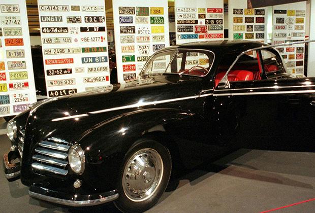 Муссолини на заводе Fiat, где ему подарили одну из новых машин