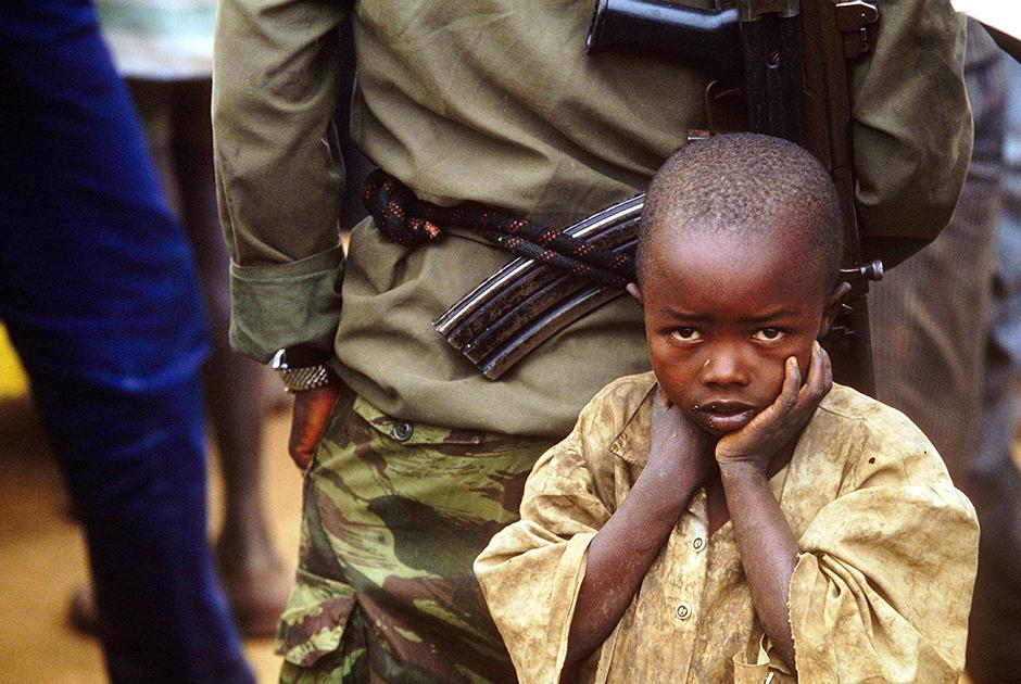Мальчик-беженец из народа хуту