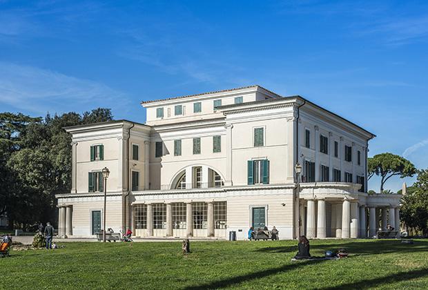 Вилла «Торлония» — одна из резиденций бывшего диктатора