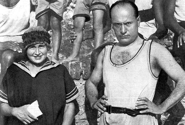 Муссолини на параде в 1927 году