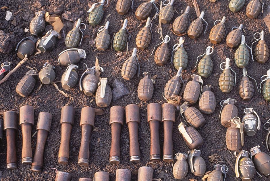 Гранаты, конфискованные у беженцев из Руанды на границе с Заиром (сейчас Демократическая Республика Конго)