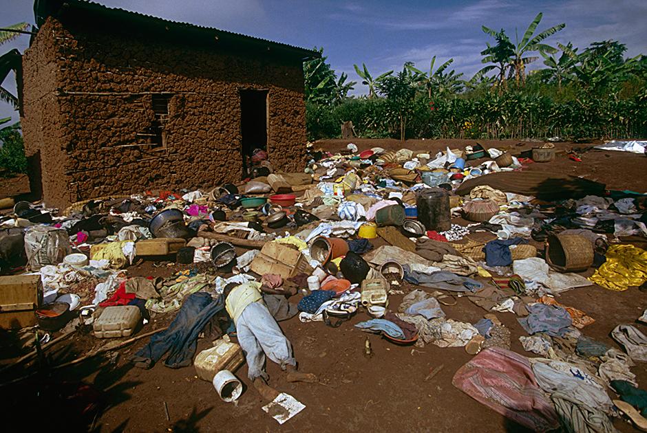 Резню в семье, жившей в этом доме в Ньянзе, пережила лишь маленькая девочка