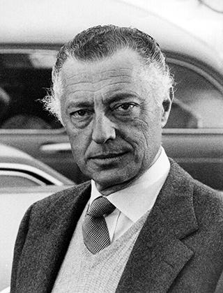 Шерстяной пиджак, жилетка, крупный узел галстука — типичный зимний «лук» главы FIAT Джанни Аньелли.
