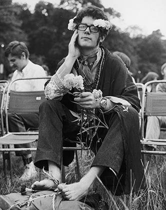 Крупнейший love-in в Великобритании прошел 26 августа в местечке Уоберн-Эбби. Одним из участников сейшна был и этот молодой человек.