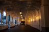 Деревяная Рыночная Колоннада должна была защищать источники всего несколько лет, но благодаря своей прочности и изяществу осталась стоять на том же месте после ряда работ по реконструкции. Как и многие другие карлово-варские здания Рыночную Колоннаду построили венские архитекторы Фельнер и Хельмер.