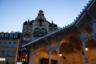 В Карловых Варах можно гулять даже поздно вечером — в городе  спокойно и безопасно. В свете фонарей барочные колоннады выглядят совсем сказочно.