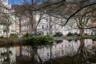 В центральной части Карловых Вар можно погулять в Дворжаковых садах. Сады названы в честь композитора Антонина Дворжака, который неоднократно бывал в Карловых Варах. Парк небольшой, но очень уютный и живописный.