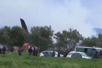 При падении военного самолета в Алжире погибли 200 человек