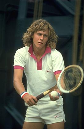 Сегодня за такой «лук» на Уимблдоне выгнали бы с корта, а в 1974 году Бьорн Борг дошел до третьего раунда турнира. В начале 1990-х Борг стал одним из первых теннисистов, запустивших собственную марку спортивной одежды.
