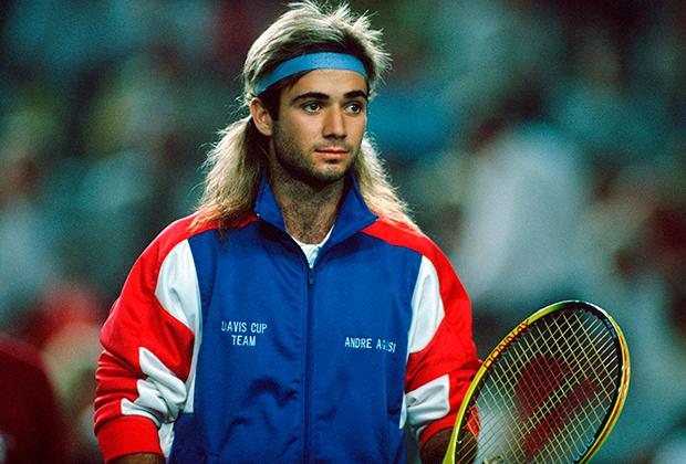 В матчах за сборную на кубок Дэвиса дизайн формы выбирала национальная теннисная федерация, но Андре все равно смог выделиться нежно-голубой налобной повязкой. Мюнхен, 1989 год.