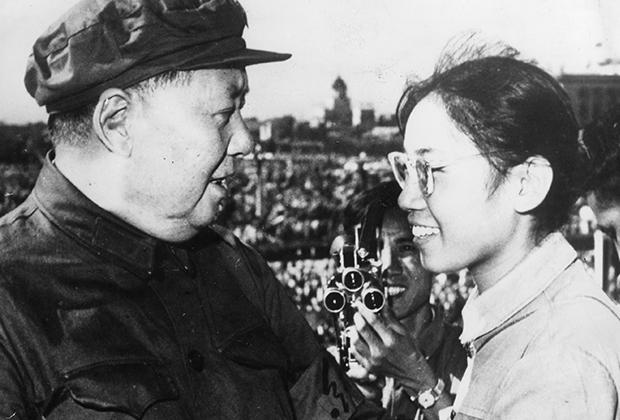 Девушка-хунвэйбин и Мао Цзэдун