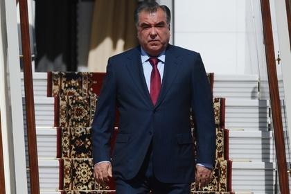 Из-за сильного дождя вертолет спрезидентом Таджикистана «потерялся» вгорах