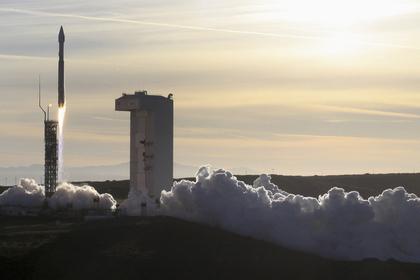 США запустили ракету Atlas V с военными аппаратами