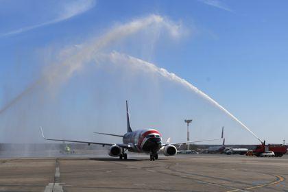 Самолет с разрушенным фюзеляжем приземлился в московском аэропорту