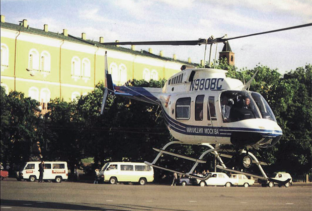 Bell 206 Long Ranger на Манежной площади в Москве