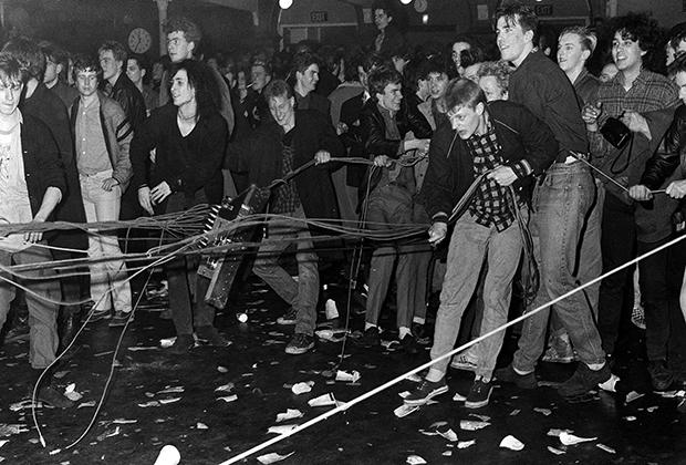 Беспорядки на концерте The Jesus and Mary Chain в Лондоне в 1985 году