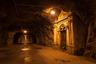 Единственная возможность попасть в город — преодолеть полукилометровый тоннель со скудным освещением. Зато можно почувствовать себя контрабандистом или героем фильмов про Зорро.