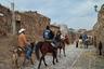 Доехать до города на грузовом автомобиле или автобусе невозможно, а по узким улочкам Реаль-де-Каторсе тяжело передвигаться даже на внедорожнике, поэтому местные жители по-прежнему в качестве личного транспорта используют лошадей.