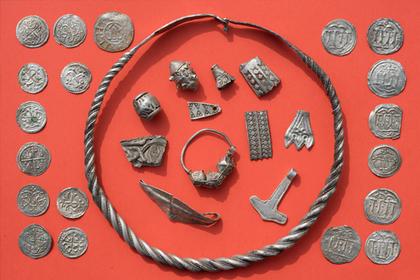Кладоискатели нашли сокровища короля викингов