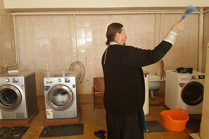 В псковском доме престарелых освятили стиральные машины
