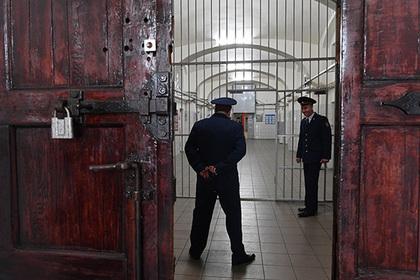 Тюремщику заплатили килограммовыми серебряными монетами