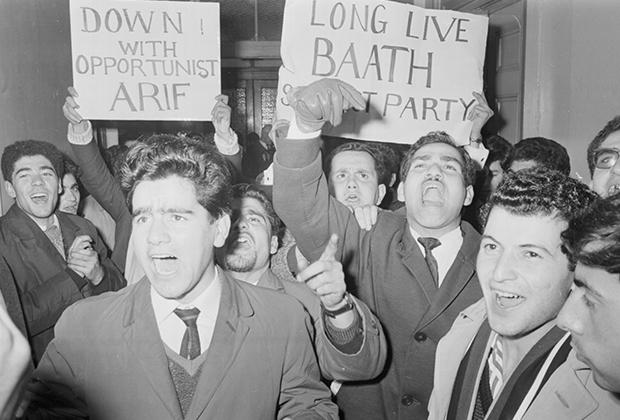 Иракские студенты приносят клятву партии «Баас». 1963 год