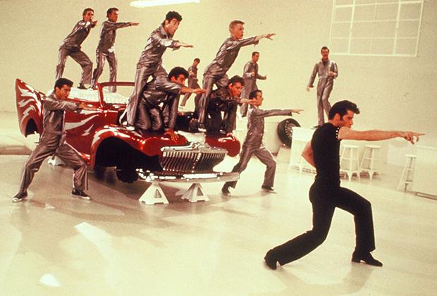 Некоторые тенденции из 1950-х дожили и до 1970-х. Прическа в стиле Элвиса Пресли, которую носит в фильме «Бриолин» герой Траволты, спустя 20 лет вновь стала актуальна.