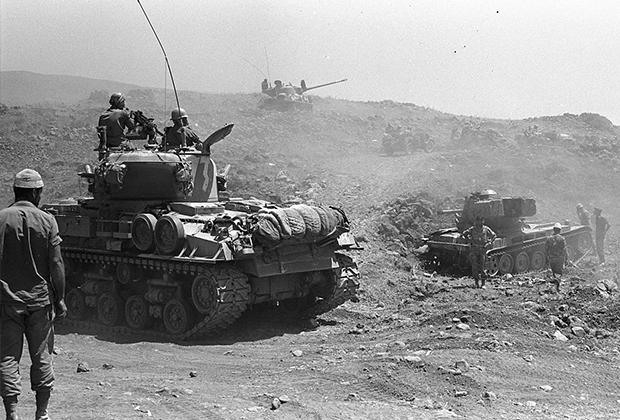 Израильские танки в районе Голанских высот. 1967 год