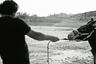 Легендарный театральный режиссер Анатолий Васильев дебютировал в кино — и получился один из самых глубоких и оригинальных фильмов года. В центре внимания Васильева — фигура осла, животного, культурная история которого ведет отсчет еще с античных времен. Именно ее и исследует Васильев в восьми новеллах, переполненных отсылками к Апулею и Пиранделло, Эсхилу и Тонино Гуэрре, — чтобы выстроить в рамках фильма почти театральное, сконструированное сознанием, а не реальностью пространство и показать, как усилием человеческого воображения ослик тоже, в сущности, становится человеком.