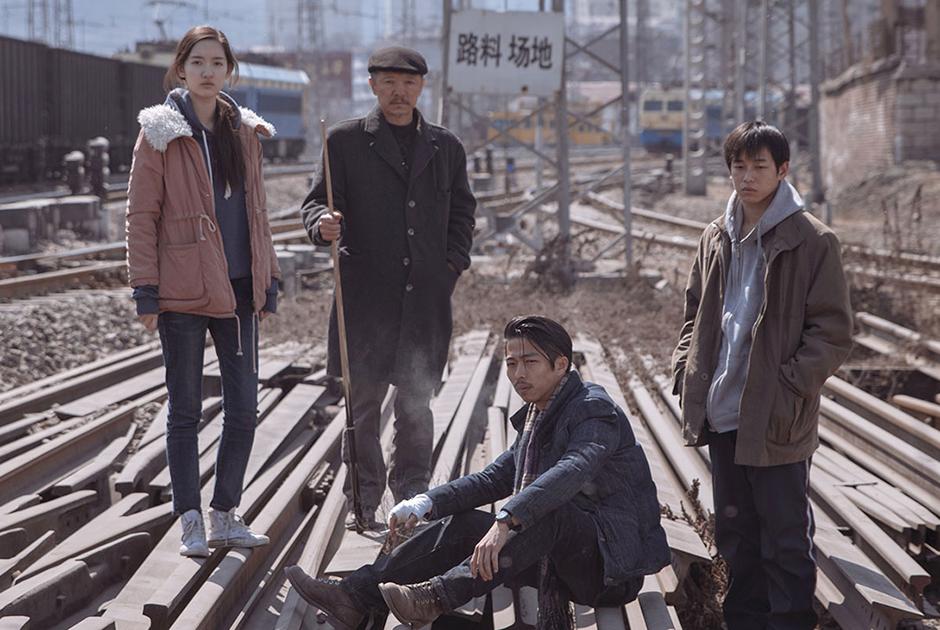 «Слон сидит спокойно» (An Elephant Sitting Still), режиссер — Ху Бо