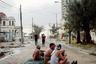 Пока мировые СМИ широко освещали мощнейший атлантический циклон «Ирма», прокатившийся по США, фотограф Карлос Эрнандес Кальво наблюдал за тем, как стихийное бедствие пережили на Кубе, также омываемой Атлантикой.