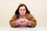 Фотограф Лола Кальсада попыталась посмотреть на проблему ассимиляции в прогрессивное общество людей с инвалидностью. Рядовая ячейка социума на протяжении всей жизни в большей или меньшей степени усваивает все нормы поведения: каждый стремится получить образование, построить планы на будущее, соблюсти моральные устои.