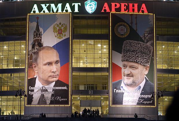 Забытая в Центральной России практика вешать плакаты с цитатами вождей в Чечне развита едва ли не больше, чем это было в Советском Союзе.