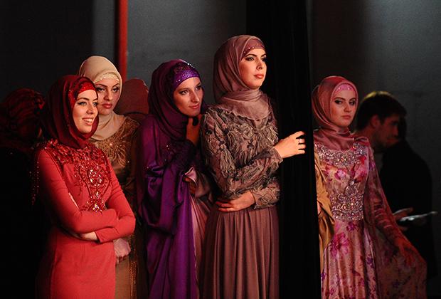 В Грозном в 2014 году был открыт дворец моды Firdaws. Помимо собственно магазина бренда, на его территории расположен зал для показов. Магазины Firdaws также находятся в Дагестане и некоторых странах Ближнего Востока.
