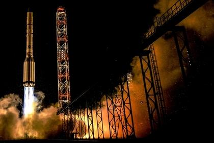 Ракета-носитель «Протон-М» своенным спутником стартовала скосмодрома Байконур