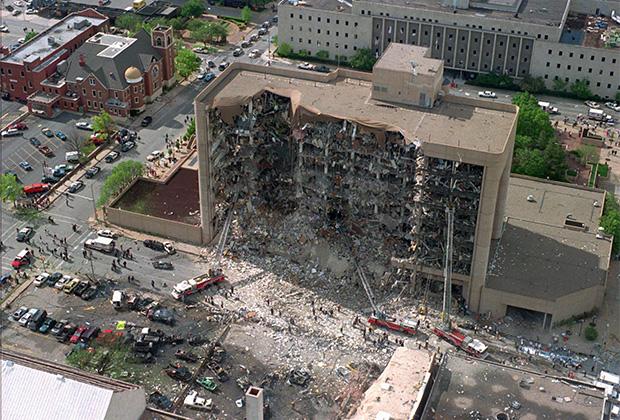 Взлетевший на воздух фургон в секунду разрушил треть здания Марра