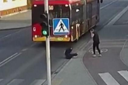 Полячка чуть не размозжила голову подруге в попытке пошутить