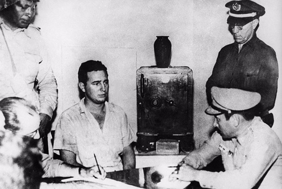 Год спустя Фидель Кастро и его единомышленники попытались взять штурмом казармы Монкада, надеясь спровоцировать тем самым восстание в провинции Ориенте. Операция провалилась, Кастро и его товарищей судили. На процессе Фидель, будучи юристом, произнес свою знаменитую речь, закончив ее фразой «История меня оправдает», получил свои 15 лет тюрьмы, но через два года вышел по амнистии.