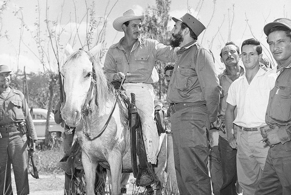 Кубинский лидер колесил по стране, общаясь с местными жителями и узнавая их нужды. Кастро провел аграрную реформу, национализацию промышленных активов, развернул широкие социальные преобразования. Это вызвало недовольство части населения, и произошла массовая эмиграция, главным образом в США.