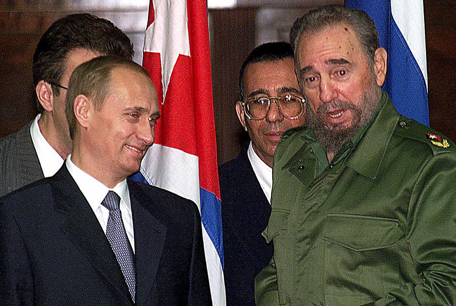 Президент России Владимир Путин впервые прилетел с официальным визитом на Кубу в декабре 2000-го для восстановления отношений между Москвой и Гаваной.