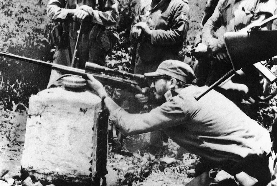 2 декабря 1956 года новая группа революционеров высадилась с яхты «Гранма» на востоке острова и начала военные действия против правительства Батисты. Повстанческая армия вошла в Гавану в начале 1959 года. В тот же день политические противники Батисты собрались на совещании, где было сформировано новое правительство.