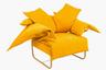 Бестселлер бразильской марки, кресло от дизайнера Педро Пауло Франко со словно хаотически (как явствует из названия) разбросанными по спинке подушками, пользуется популярностью уже не первый год, но в нынешнем году оно еще и «перекрасилось» в хитовый апельсиновый цвет.