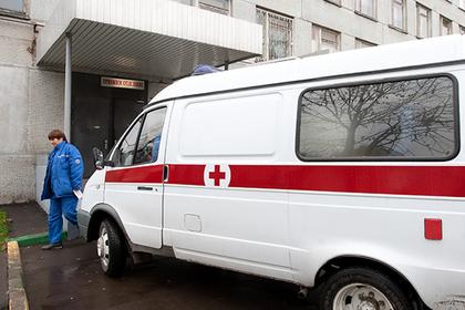 Россиянин полтора часа ждал скорую, час просидел в очереди и умер