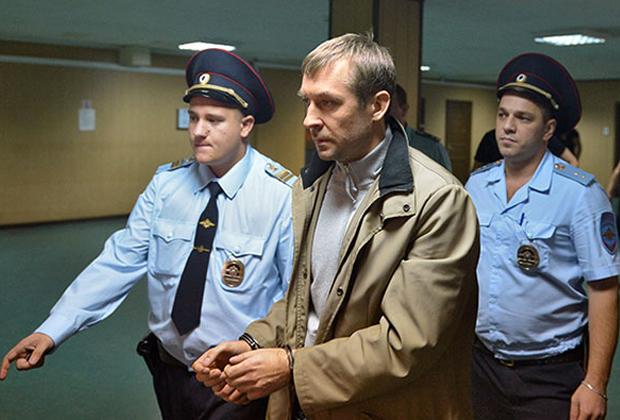 Дмитрий Захарченко (в центре)