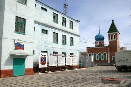 Заключенные оренбургской колонии начали голодовку после распыления газа в камеры