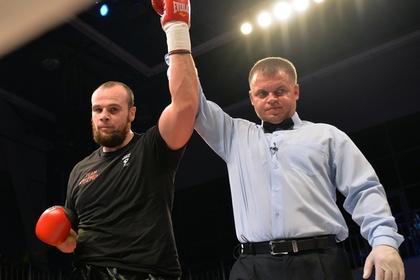 Непобежденный российский боксер нокаутировал американца