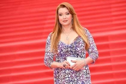 Авиакомпания оставила актрису Сотникову без страз на сумке